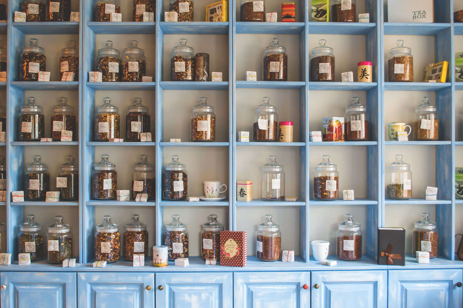 Jars On Shelf | Is Loose Leaf Tea Better For You Than Bagged Tea?