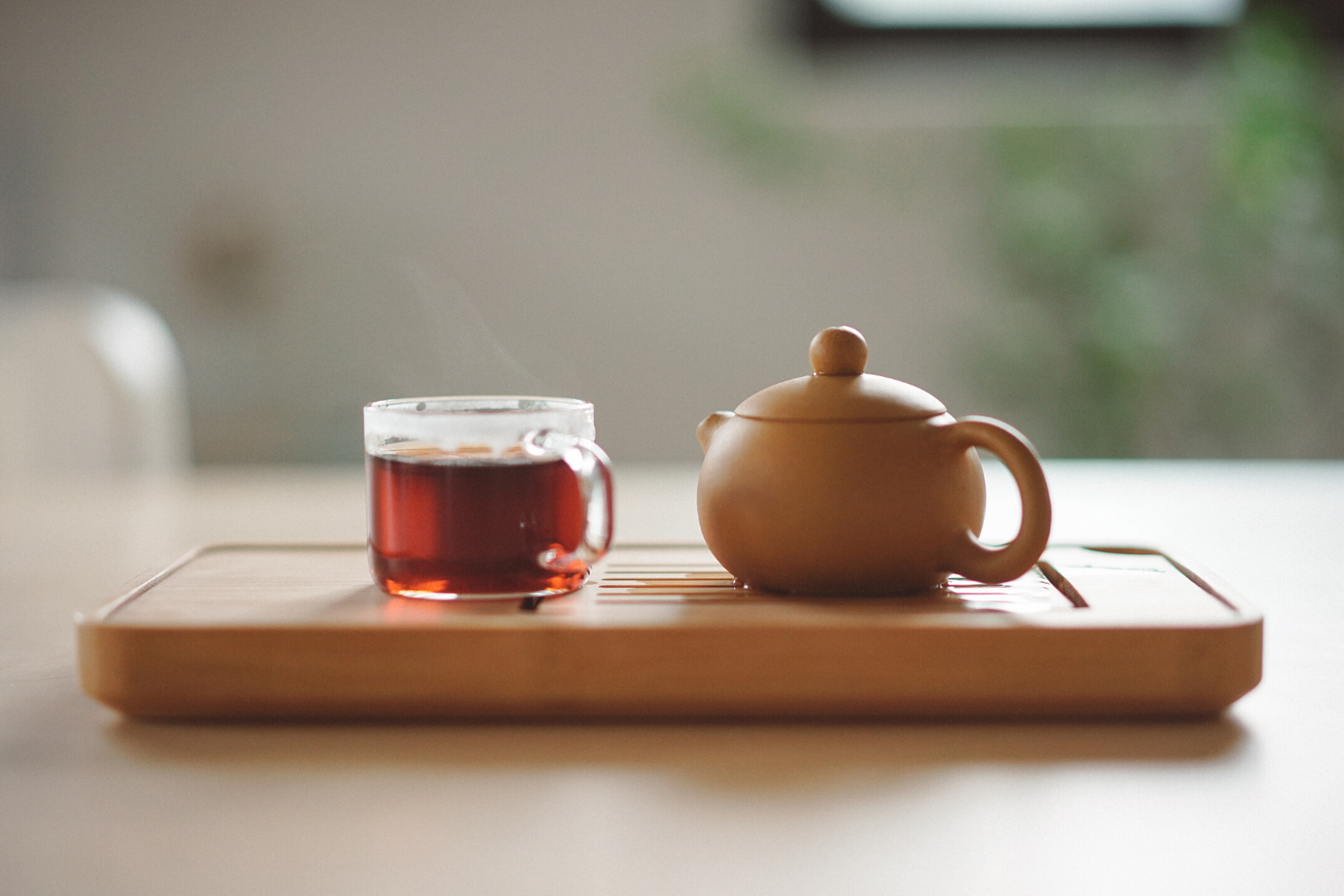 Tea Cup and Tea Pot | Is There A Benefit To Drinking Organic Tea vs. Regular Tea?